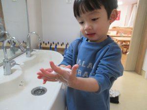 せっけんで指の間までよく洗うよ