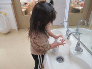 外から帰ったら自分で手を洗うよ!