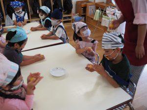 初めての体験に「なぜ?」「どうして?」と興味がわき上がり、考食師さんへ積極的に質問する子どもたち